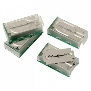 Box with 4 x 10 scarifying blades 43 x 20 mm